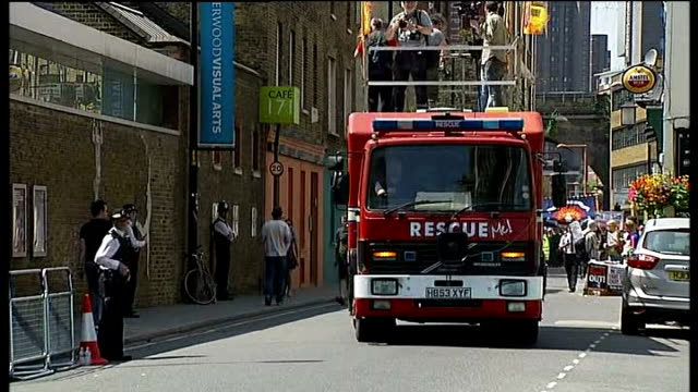 vídeos y material grabado en eventos de stock de london fire authority rejects cuts plans ext fire engine along as part of march by fbu against planned cuts fbu members marching as part of... - placard