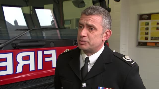 vídeos de stock, filmes e b-roll de london fire brigade call for more sprinklers to be installed in care homes england london int deputy assistant commissioner lee drawbridge interview... - drawbridge