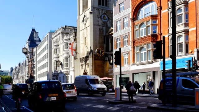 london fleet street and the strand (4k/uhd to hd) - royal courts of justice stock videos & royalty-free footage