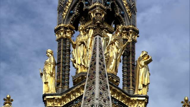 general views of the old bailey/ albert memorial / royal albert hall more good shots of albert memorial / brone sculptures on canopy / bronze cross... - オールドベイリー点の映像素材/bロール