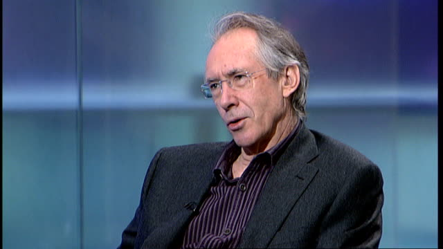 london gir int ian mcewan studio interview sot [on new book 'solar' and climate change] first moves were thinking about human nature and climate... - documentario video stock e b–roll