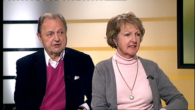 vídeos de stock, filmes e b-roll de london gir int penelope keith and peter bowles interview sot discuss their appearance in new west end version of 'the rivals' - itv london tonight