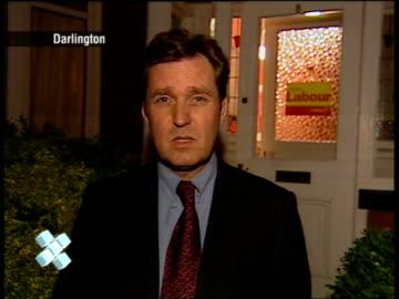 vídeos de stock e filmes b-roll de london: gir: int studio dimbleby 22.14.40 thames: london eye guests chatting london eye mark austin talks about coloured champagne london eye austin... - richard dimbleby
