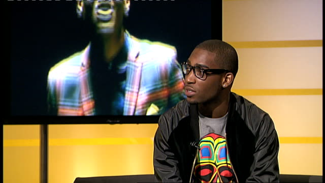 tinie tempah interview sot - on his single / on his upcoming album, put together differently to beforehand / on his name / on the subjects he raps... - bling bling stock-videos und b-roll-filmmaterial