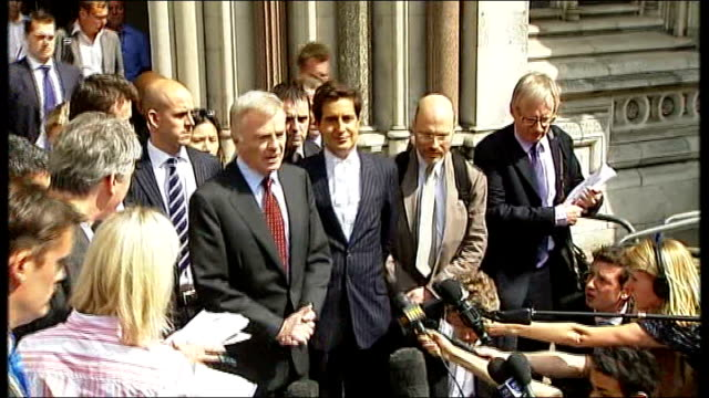 stockvideo's en b-roll-footage met london high court ext max mosley president of the federation internationale de l'automobile towards from court with legal team to speak to press sot... - news of the world