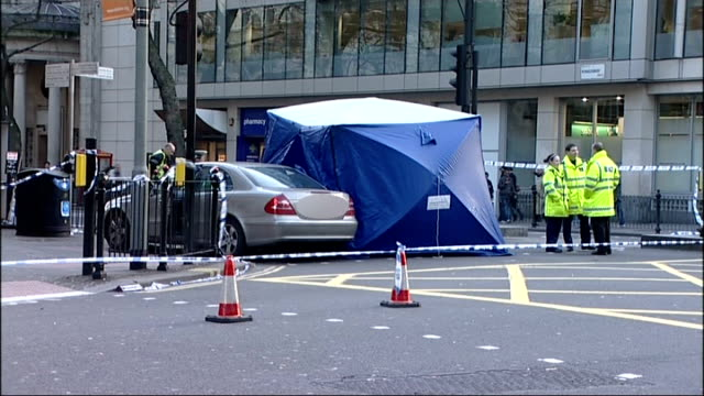 holborn: ext blue tarpaulin police tent and police officers at scene of car accident bus across street and police car with lights flashing in the... - 防水シート点の映像素材/bロール