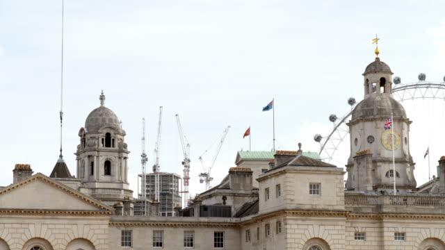 ロンドン馬ガード ビル屋上 - ロンドン ホワイトホール点の映像素材/bロール