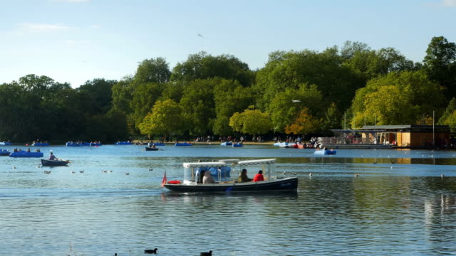 london hyde park the serpentine lake cinemagraph - hyde park london stock videos & royalty-free footage