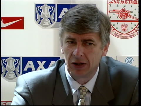 london int arsene wenger press conference sot more interest in france about it because of french cup/ it is cup final it's difficult to get there... - アーセン・ベンゲル点の映像素材/bロール