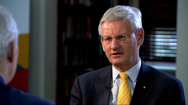 stockvideo's en b-roll-footage met london int carl bildt interview sot the agenda of the european union is moving in the british direction the single market issues the trade issues the... - 1994