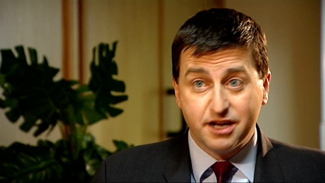 vídeos de stock e filmes b-roll de douglas alexander mp interview sot - politician