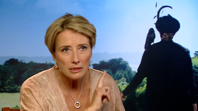 emma thompson interview sot - talks of her role in the film and good qualities in nannies cutaways nanny james - エマ・トンプソン点の映像素材/bロール
