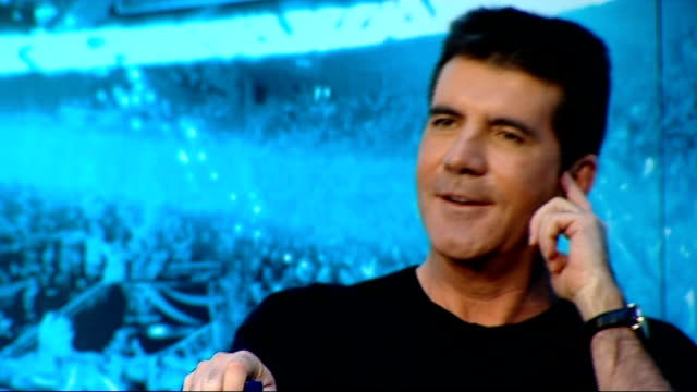 vídeos de stock, filmes e b-roll de london throughout** simon cowell into finalists' press conference three finalists seated at press conference with judges stacey solomon press... - finalist