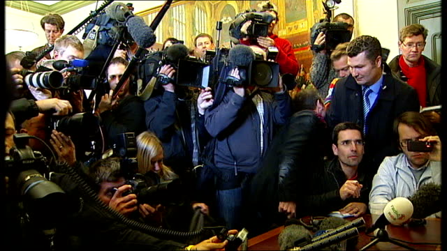London PHOTOGRAPHY*** Geert Wilders in Security office waiting to enter press conference GV Press scrum gathered around Wilders Reporter to camera...