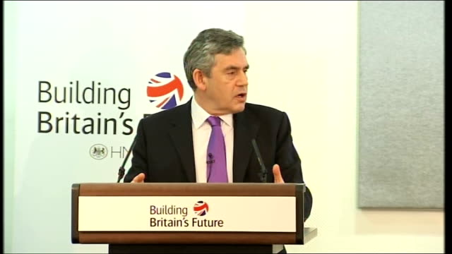vídeos de stock, filmes e b-roll de gordon brown mp press conference sot - andrew adonis and i and other ministers are doing everything we can to ensure the safety of our roads and... - prime minister