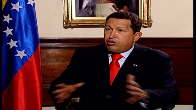london int hugo chavez interview sot us arms embargo totally ridiculous / this confirms our denunciations / facing an empire that wants to become... - ウゴ・チャベス点の映像素材/bロール