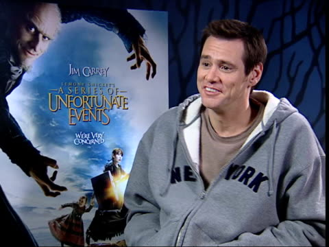 vídeos y material grabado en eventos de stock de jim carrey interviewed sot - small fire in the kitchen, that's all, all part of the promotion / this is the fleeing a burning hotel look - it's a... - jim carrey