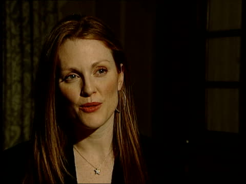 london: int julianne moore interviewed sot - i'm the ninth person in history of academy awards to have double nomination, so it has happened before... - ジュリアン・ムーア点の映像素材/bロール