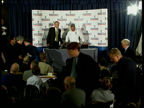 lms keegan and fa executive director david davies taking seats for press conference kevin keegan press conference sot andy is not fit enough to go - executive director stock videos & royalty-free footage