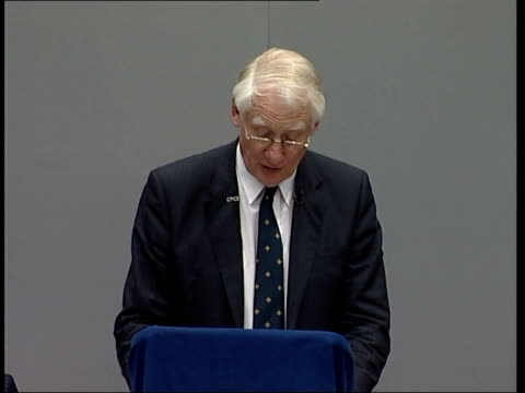 stockvideo's en b-roll-footage met london int lord butler press conference sot we do conclude that iraq did not have significant if any stocks of chemical and biological weapons in... - huishoudelijke dienstverlening