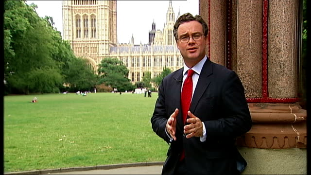 vidéos et rushes de london int phil woolas mp interview sot dan norris mp interview sot reporter to camera int norris looking at camera freeze frame as b/w still and... - arrêt sur image