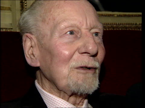 london sir john gielgud interview sot what appeals is a good play with couple of good lines good entrance and exit and bit of limelight on me - john gielgud stock videos & royalty-free footage