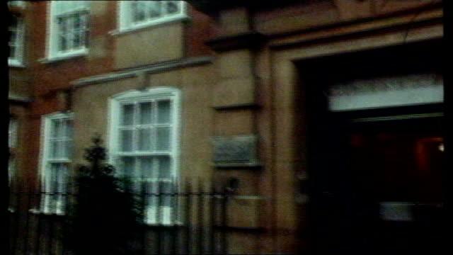 london kensington flats at coleherne court where lady di used to live lms princess diana's flatmates intvwd she watches 'crossroads' dancing lesson... - educazione di scuola materna video stock e b–roll