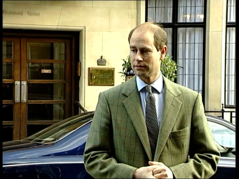 london: king edward vii hospital: ext prince edward, earl of wessex, out of hospital after visiting wife sophie edward along to press earl of wessex... - prince edward, earl of wessex stock videos & royalty-free footage