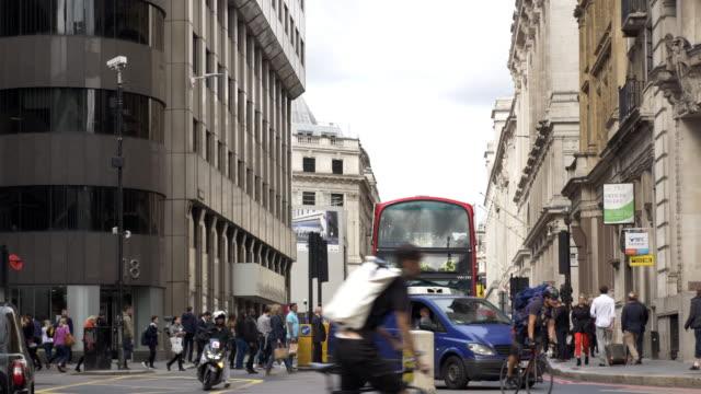 vídeos y material grabado en eventos de stock de london king william street to the north - cruce