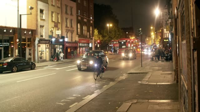 london kingsland road at night - double decker bus stock videos & royalty-free footage