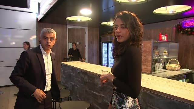 google donate hundreds of thousands to charities which target glamorisation of violence on social media uk london kings cross youtube space london... - gafam点の映像素材/bロール