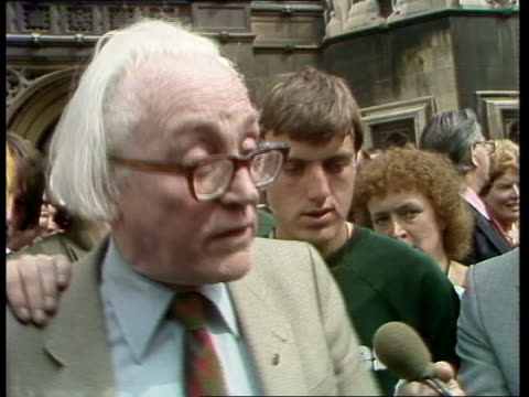 vídeos de stock, filmes e b-roll de jobs england london ms labour reception waiting for marchers outside hoc house of commons zoom tony benn ms merlyn rees and michael foot lms marchers... - tony benn