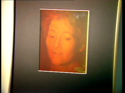 london light fantastic gallery of holography zoom in side frames one suspended portrait, self-portrait moves zoom in portrait of late prof.denis... - zoom out点の映像素材/bロール