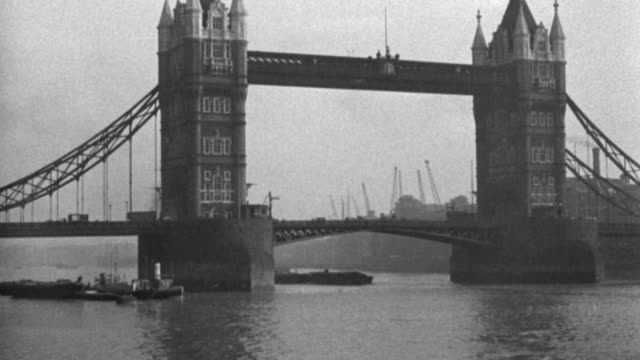 dx - london - looking up the thames river toward the tower bridge - b&w. - barge stock videos & royalty-free footage