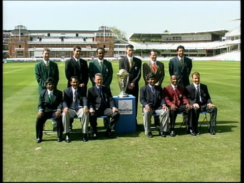 london lords gvs world cup cricket captains pose for photocall with world cup trophy - channel 4 news stock-videos und b-roll-filmmaterial