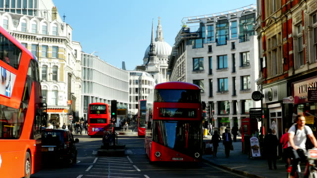 T/L London Ludgate Hill And St. Paul's Cathedral (4K/UHD to HD)