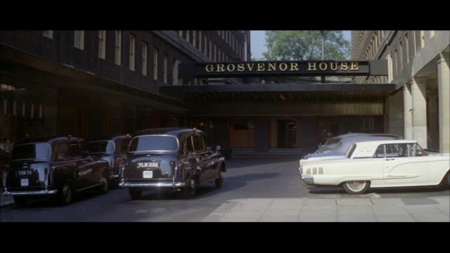 vídeos y material grabado en eventos de stock de 1962 london -luxury hotels - hotel grosvenor house londres