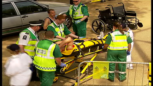 london marathon 2007; exhausted runners with medals over the finshing line collapsed runner being tended to on stretcher marathon staff helping... - exhaustion点の映像素材/bロール