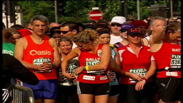 london marathon 2007 marathon participants waiting for start of race including chalk sally gunnell gordon ramsay nell mcandrew floella benjamin chris... - floella benjamin stock videos & royalty-free footage