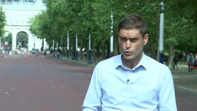 vídeos de stock, filmes e b-roll de london marathon 'extremely concerned' over fresh doping allegations england london ext reporter to camera - abuso de substâncias