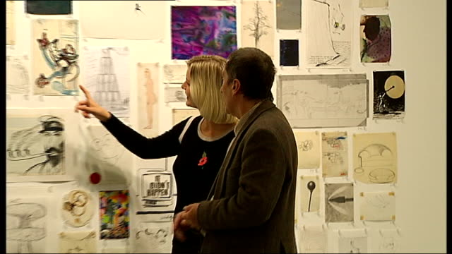 vídeos de stock, filmes e b-roll de mayfair: james hyman gallery: int drawing and collage works by artist colin self on display on gallery wall close shots of colin self drawings and... - vic reeves