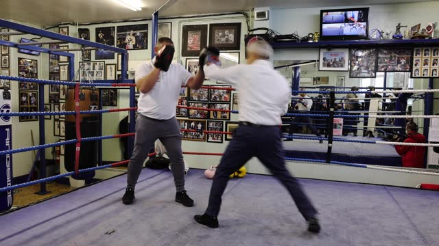 london mayor sadiq khan a takes part in a photo call in the ring at earlsfield amateur boxing club on may 04, 2021 in london, england. mr khan is... - part of stock videos & royalty-free footage