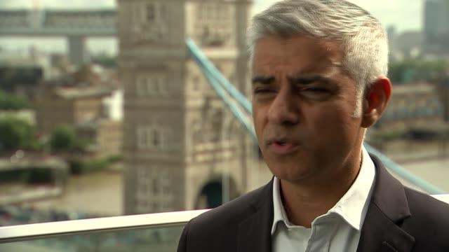 london mayor sadiq khan comments on night tube bus routes and knife crime england london city hall ext sadiq khan interview re night tube bus routes... - 商業車点の映像素材/bロール