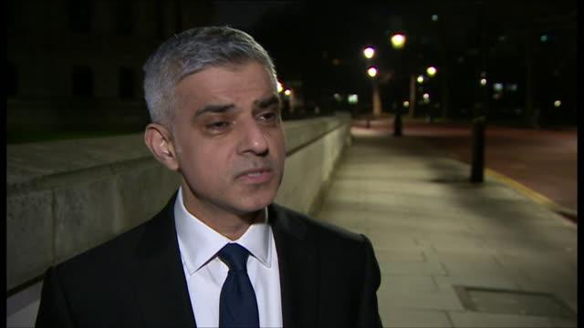 "london mayor sadiq khan saying terrorists will not succeed in ""destroying our way of life"" and that londoners ""will not be cowed by terrorists"" after... - ウェストミンスター橋点の映像素材/bロール"