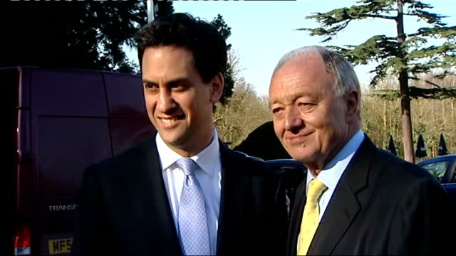 stockvideo's en b-roll-footage met ken livingstone unveils campaign poster / boris johnson presents queen with commemorative oyster card england london bromley ext ken livingstone ed... - ken livingstone