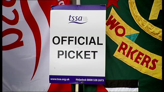 vídeos y material grabado en eventos de stock de report on public transport r04101005 / ext tssa 'official picket' placard men standing and tssa placard with slogan 'lies damn lies and boris's... - placard