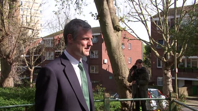 zac goldsmith mayoral manifesto launch / interview ext gvs goldsmith's campaign bus / goldsmith posing for photocall beside campaign bus / various of... - bürgermeister stock-videos und b-roll-filmmaterial