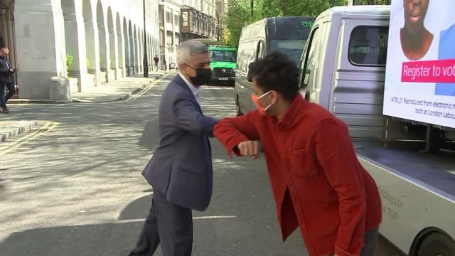london mayoral election: shaun bailey manifesto launch / sadiq khan billboard photocall and interview; england: london: edgeware: ext shaun bailey... - politics stock-videos und b-roll-filmmaterial