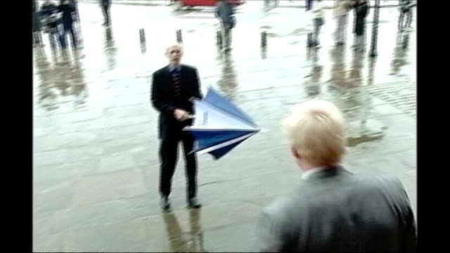 vidéos et rushes de vote counting / boris johnson victory predicted october 2004 liverpool boris johnson visits liverpool to apologise for derogatory comments he made... - maire