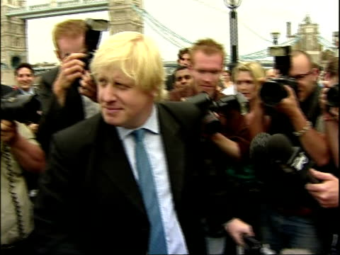 bob neill interview july 2007 ext boris johnson surrounded by press outside city hall - itv london tonight weekend stock videos & royalty-free footage